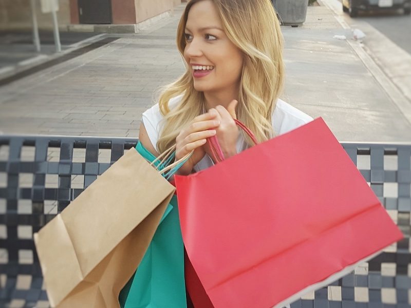 dame shopping pixabay_900x600